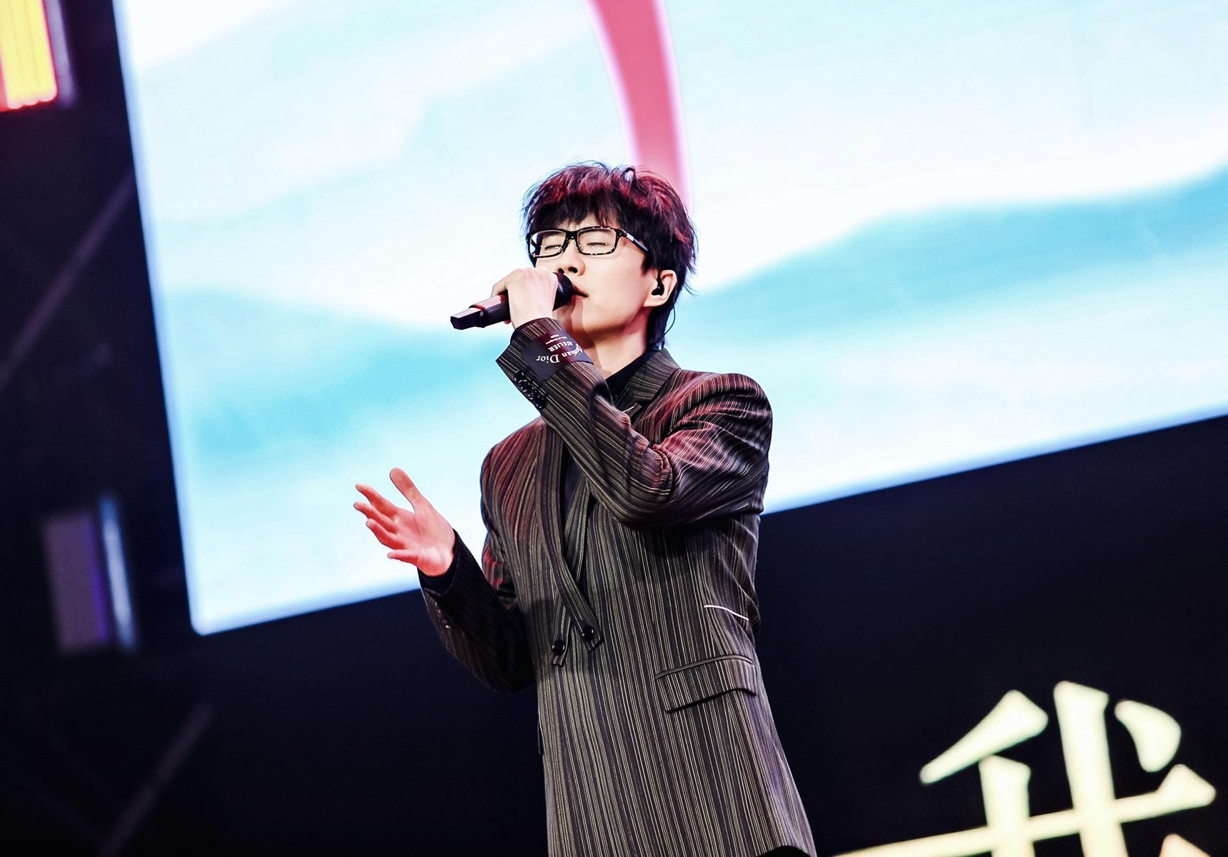 《新天龙八部》嘉年华完美收官,许嵩全新主题曲《雨幕》首度开唱  第2张